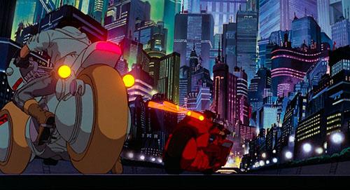 画像: ネオ東京を暴走していく金田たちのバイク。 © 1988マッシュルーム/アキラ製作委員会