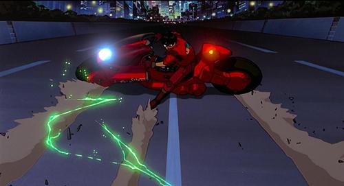 画像: 印象的な金田とバイクのアクションシーン。 © 1988マッシュルーム/アキラ製作委員会