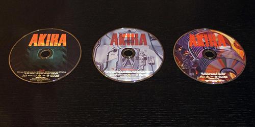 画像: ディスクは3枚組。左からBD版本編、UHD BD版本編、BD版特典ディスクとなる。それぞれのディスクアートも雰囲気満点だ。