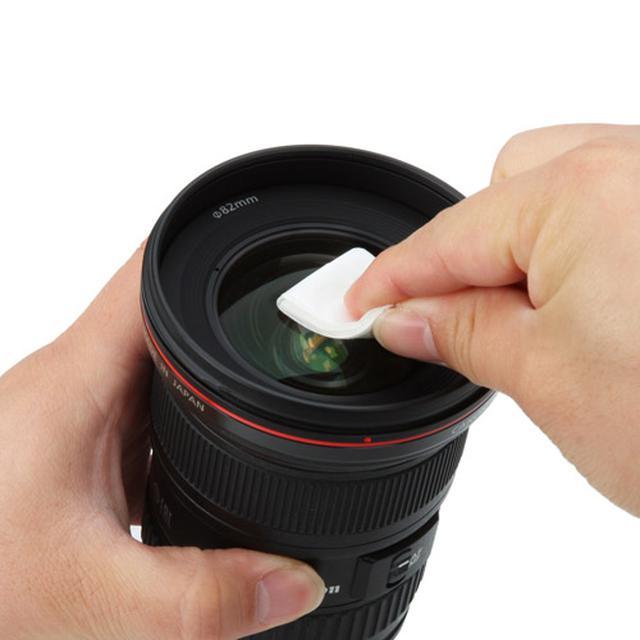 画像: 除菌ウェットティッシュはスマホだけではなく、レンズの清掃など、幅広い用途で活用されている。それだけ使用実績があるともいえるので、安心感も高い。 www.hakubaphoto.jp