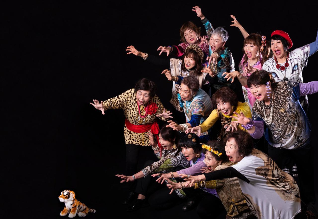 画像: オバチャーン Obachaaan Osaka granny idol group on Twitter twitter.com