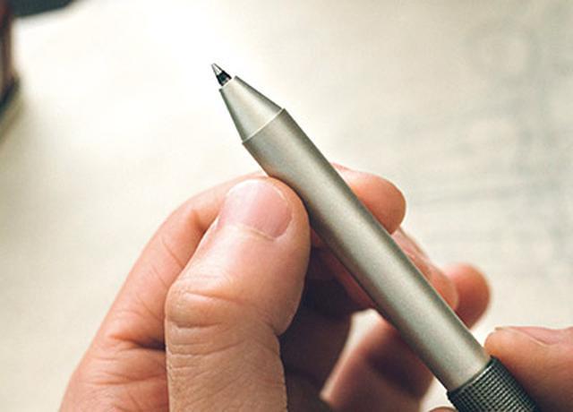 画像: ボールペンの色は、黒(写真)と赤が標準。ボディは真鍮または洋白製。