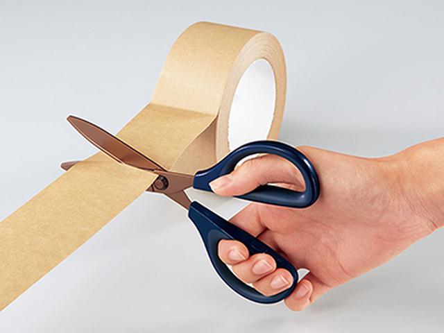 画像: 刃の内側を段差構造にすることで、刃の接する部分を減らし、ガムテープなどを切っても、のりが付きにくい。