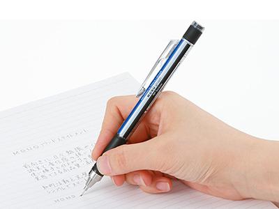 画像: ラバーグリップにより長時間の筆記による疲れを軽減。上下に振れば芯が出るので、筆記中の持ち替えも必要なし。