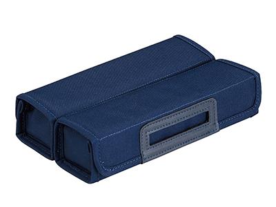 画像: フタを開くと、中央で取っ手になる独自構造のペンケース。フタを閉じた状態だと、ご覧のようなボックス型になる。バッグに入れやすいし、複数個を重ねて置くこともできる。