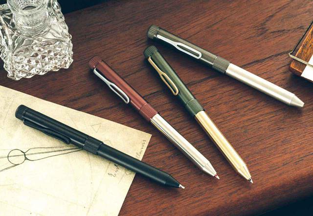 画像: 2色のゲルインキボールペン&シャープペンシルという多機能型