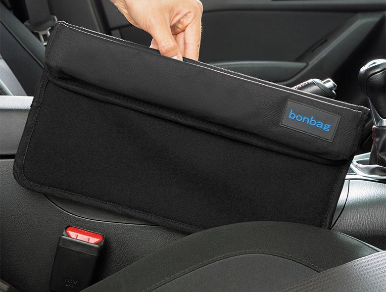 画像: 座席とコンソールのすき間を有効活用するための収納ポケット