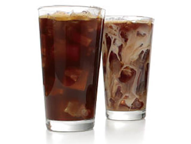 画像: ◀︎抽出したコーヒーを氷ですぐに冷やすことで、スッキリしながらもコクは豊か。