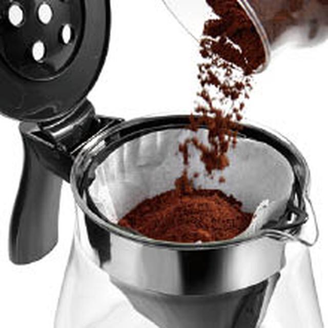 画像: ガラスジャグの内部にペーパーフィルターとホルダーをセットして、そこにコーヒー粉を投入する仕組み。最大10杯分のコーヒーが抽出できる。