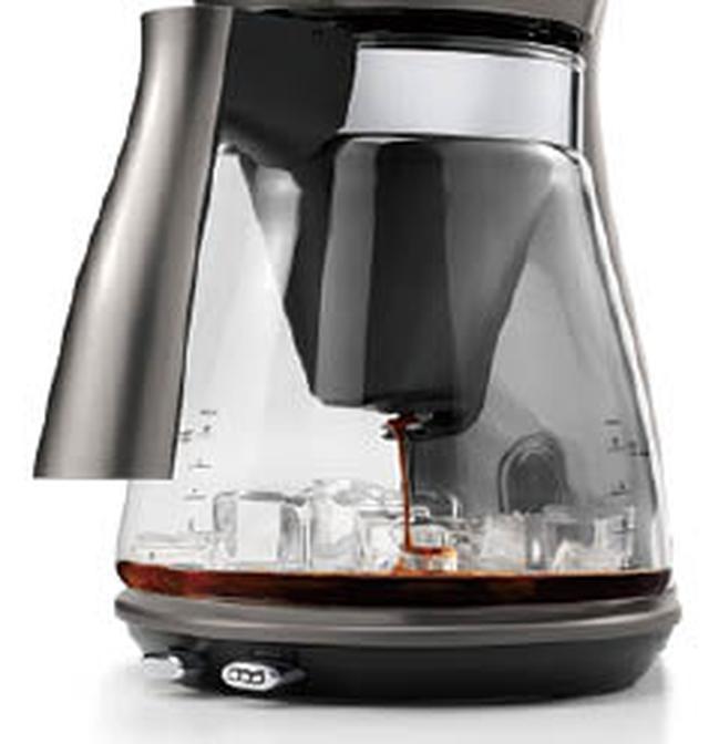 画像: 濃いめに抽出するアイスコーヒーモードを搭載。カップ数に合わせた量の氷をガラスジャグに入れておくことで、抽出したコーヒーを素早く冷やすことができる。