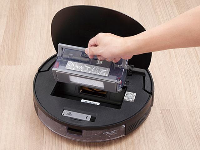 画像: ダストケースは、軽く持ち上げるだけで取り外し可能。ケースの口が大きく、ゴミが捨てやすい。