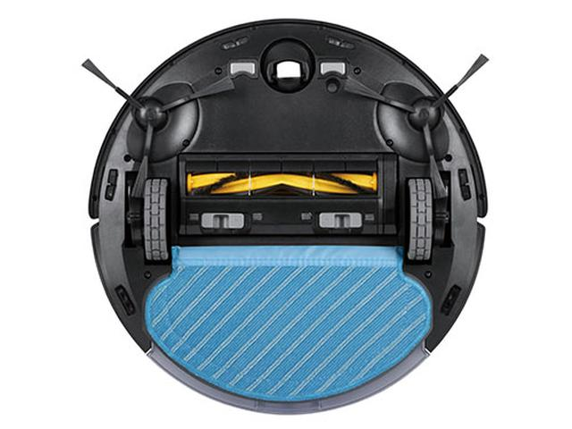 画像: 水色のモップを装着すると水拭きモードに自動切り替え。床認識センサーにより、水拭き時はカーペットを回避する。