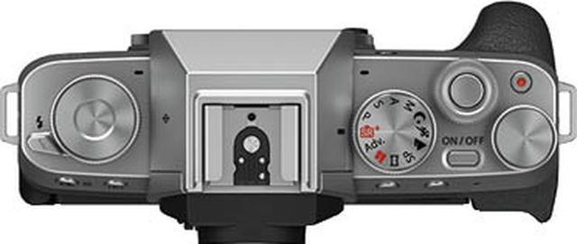 画像: 上面右手側に二つの電子ダイヤルを装備する。左手側のファンクションダイヤルには好みの機能を割り当てることが可能だ。