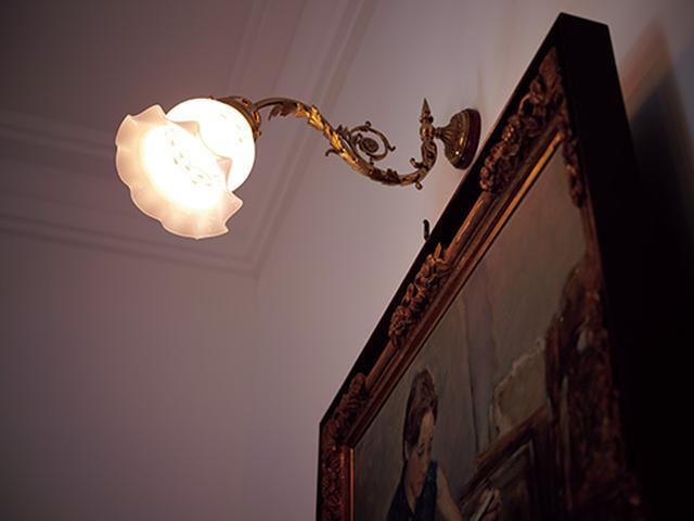 画像: あまり明るくない屋内だが、軽さのおかげもあって手ブレを起こさずに撮れた。ピントが合った部分のシャープさ、発色ともにいい。
