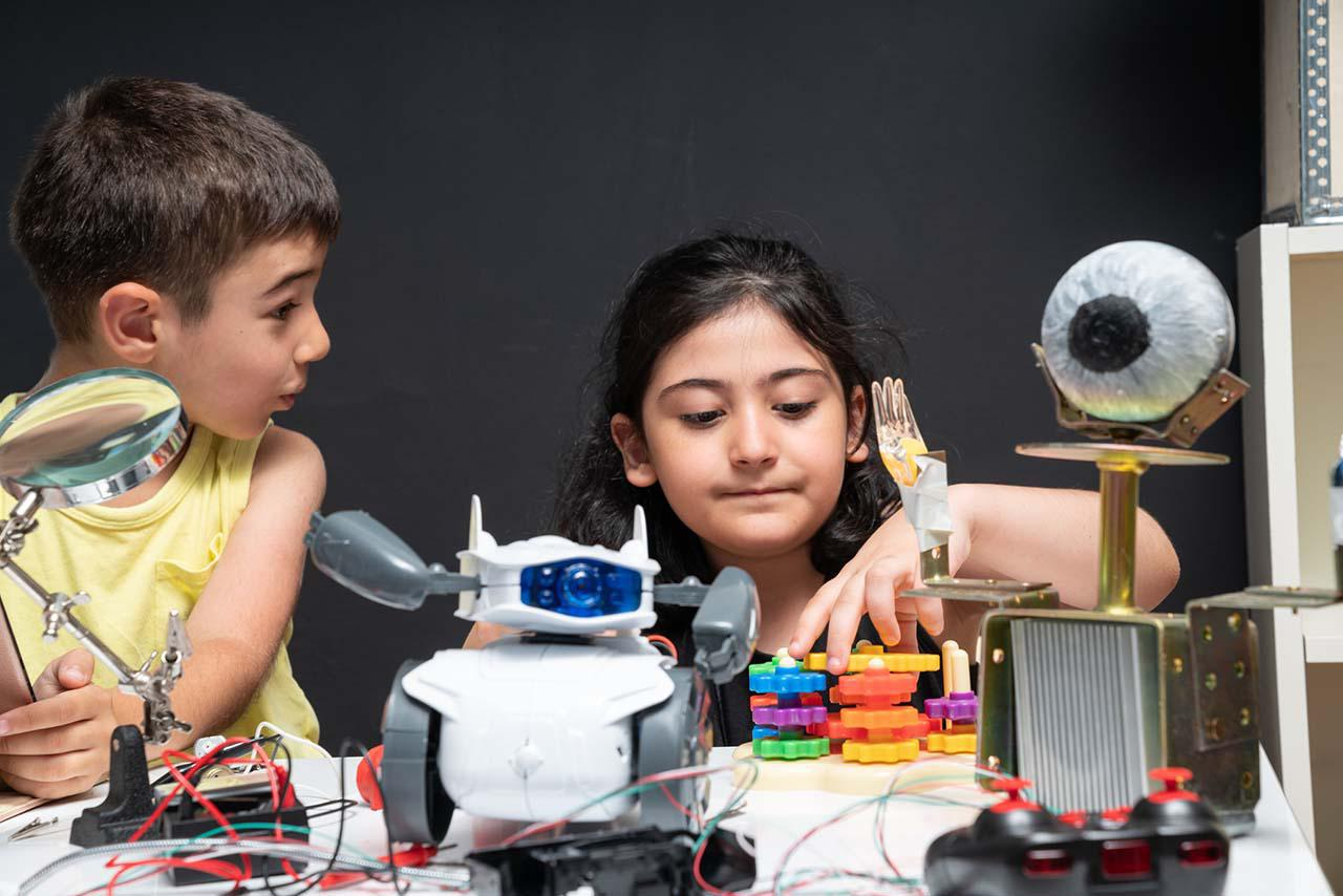 画像: 【プログラミング学習】休校中に遊べるプログラミング知育玩具おすすめ7選!小学校の必修化にも対応 - 特選街web