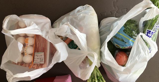 画像: あらかじめ用意されていた3袋は、肉&卵、根菜類など硬い野菜、トマトと葉物など潰れやすい野菜に分けられていた