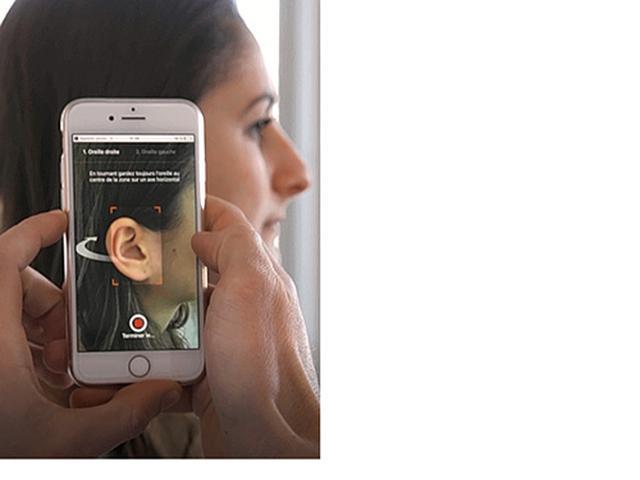 画像: 専用アプリで動画を撮影。注文時は自分が使っているイヤホンを指定する必要がある。