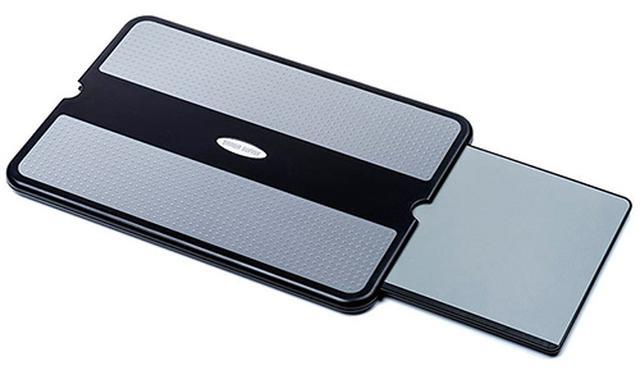 画像: ひざの上がパソコンの作業台に早変わり!収納式のマウスパッドを装備したテーブル