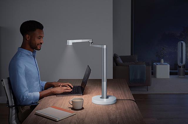 画像: 作業するのに向いているタスクライトや、リラックスタイムを演出するアンビエントライトなど4とおりの使い方が可能。シーンに応じて、最適な光で過ごすことができる。