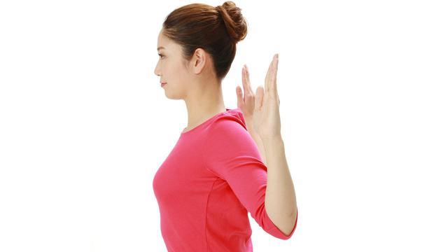 画像: 【脳梗塞予防】原因の一つに「ストレス」も 背中を緩める肩甲骨ストレッチで自律神経を整えよう - 特選街web