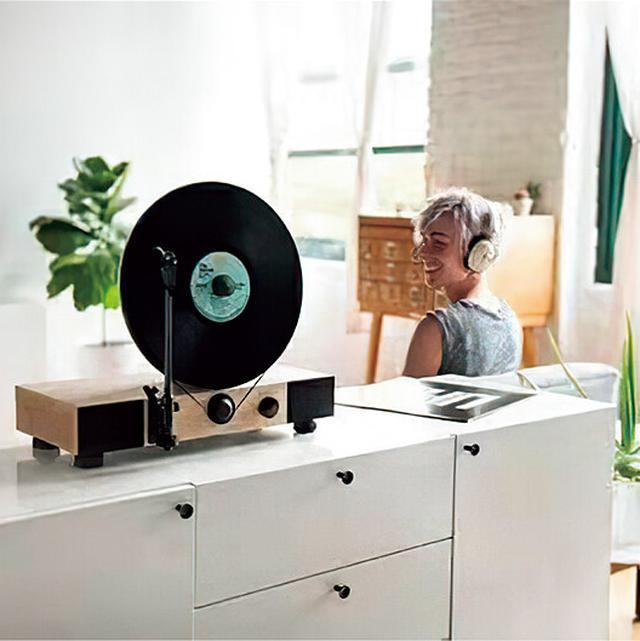 画像1: 【 レコードプレーヤー】盤面がほぼ垂直!省スペースを実現したユニークな設計