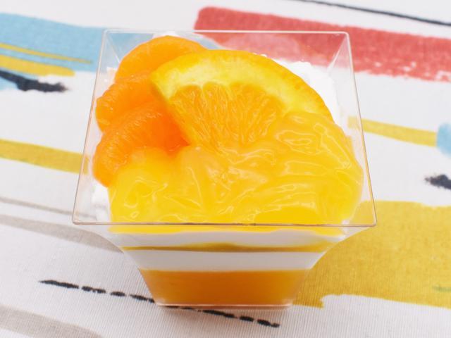 画像: 鮮やかなオレンジがまぶしい「オレンジとみかんのパフェ」