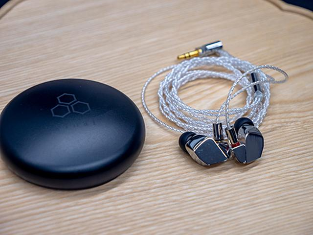 画像: finalブランドのフラッグシップイヤフォン「A8000」は、なんと20万円弱もする超高級品。この様な妥協の無いものづくりの精神を貫き通す姿勢に、多くのオーディオファンが信頼を寄せている