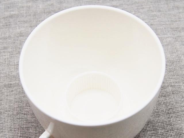 画像: 内側の突起がペットボトルのキャップにフィット