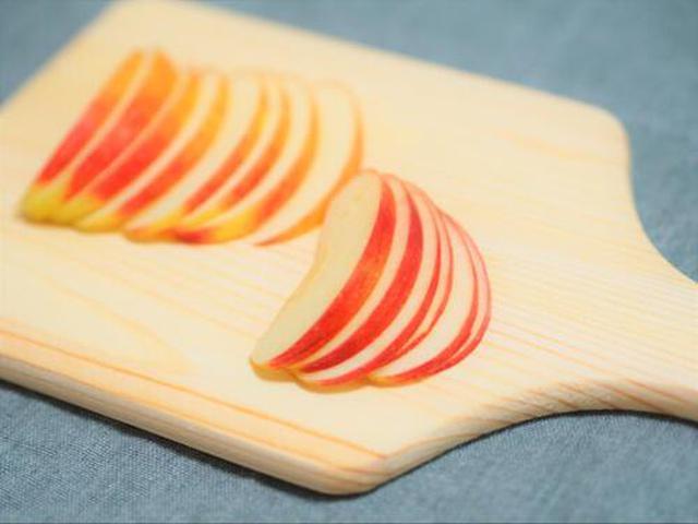 画像: スライスしたリンゴ