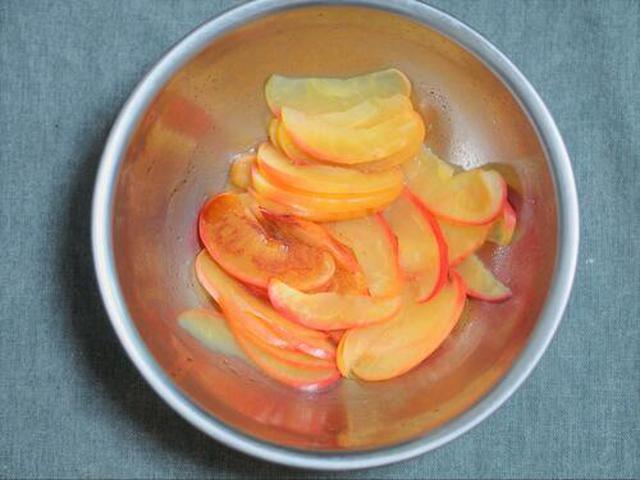 画像: 加熱したリンゴ