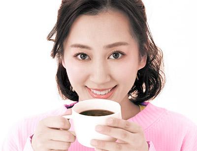 画像: 紅茶やハーブティーにヒハツを振りかけてもおいしい!