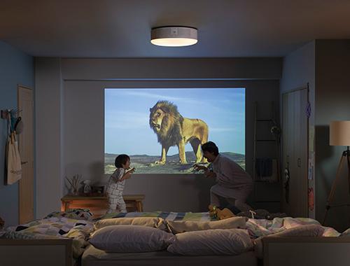 画像: 動物図鑑や絵本の読み聞かせなど、子供と一緒に楽しめるコンテンツを豊富に内蔵しているのがポイント。
