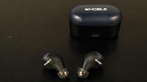 画像: 手持ちのNOBLE AUDIOのFALCONにXELASTECを装着した状態。スモーククリアで見た目も良好。