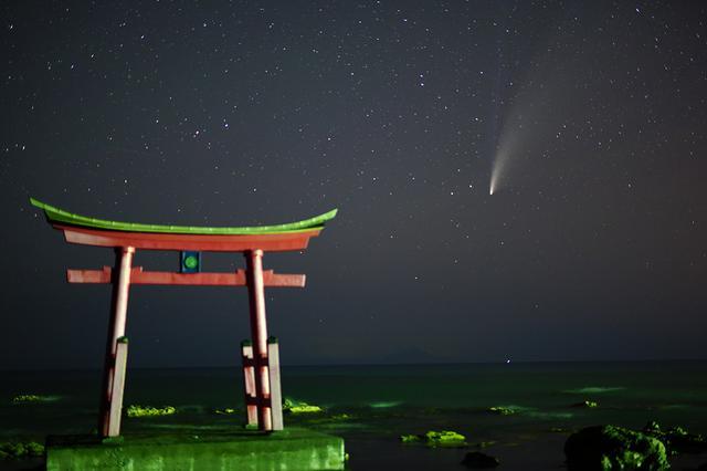 画像: SIGMA fp/SIGMA 50mm F1.4 DG HSM| Art/50mm/マニュアル露出(F1.4、10秒)/ISO 4000/WB:色温度指定・3,800K 多くの方が持っているであろう50mmの標準単焦点レンズで撮影したネオワイズ彗星です。