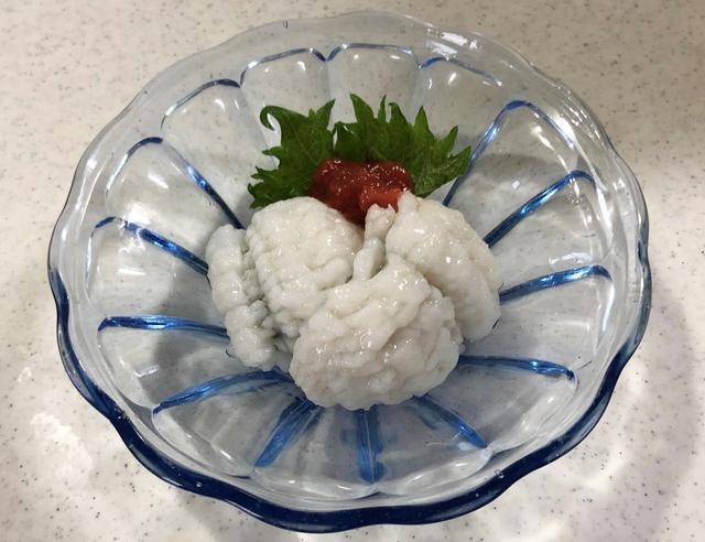 画像: 湯引きは、ガラスの器で涼しく盛りつけて。