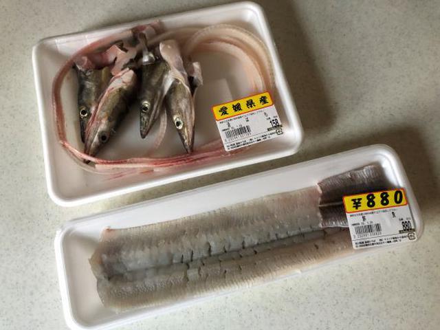 画像: 近所の鮮魚店で鱧1本880円、鱧の頭と骨は5匹分で158円でした