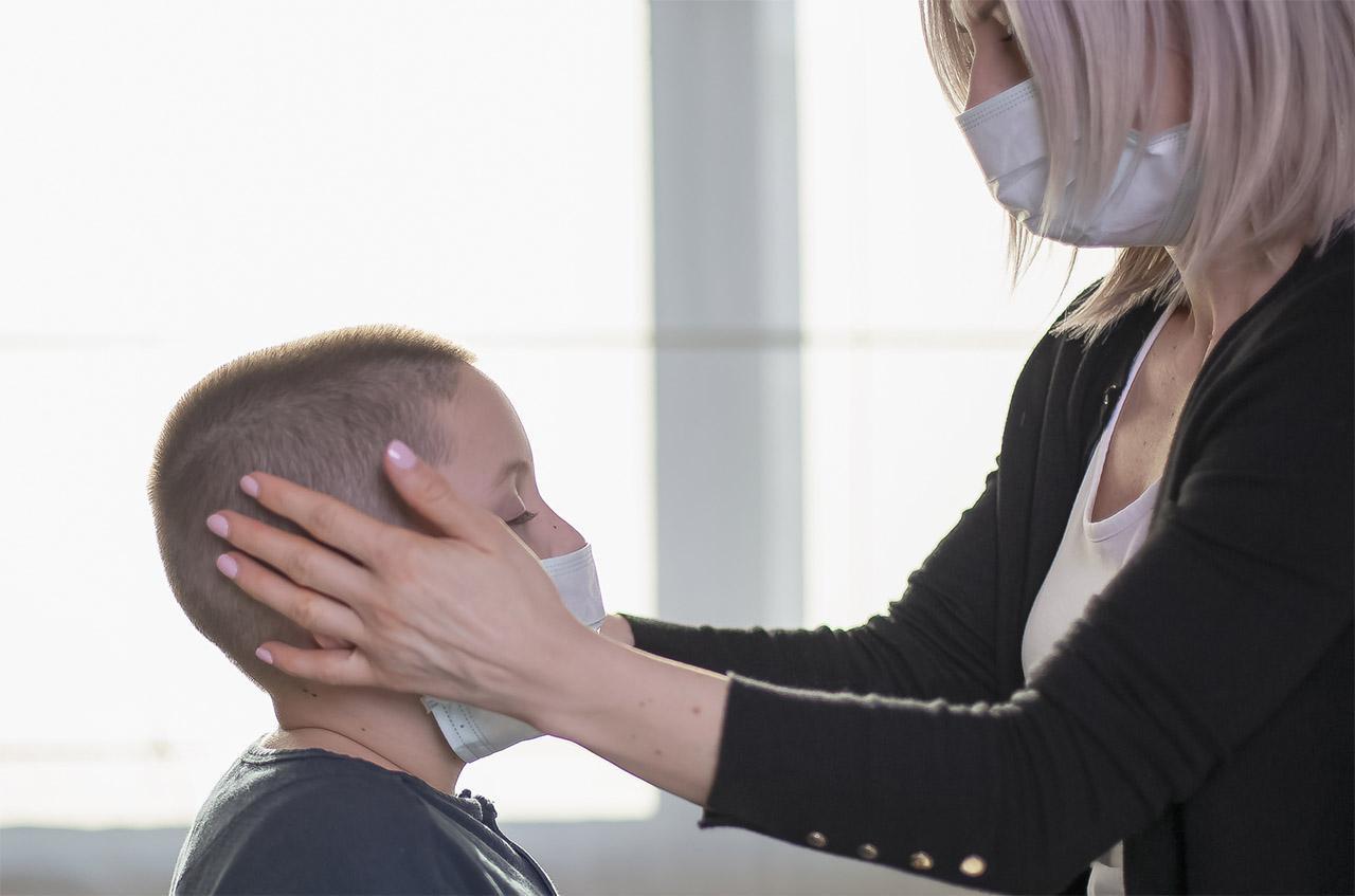 画像: 【マスクで耳痛い】対策は「輪ゴム2本」あればOK! 自分サイズのマスクにする方法 - 特選街web