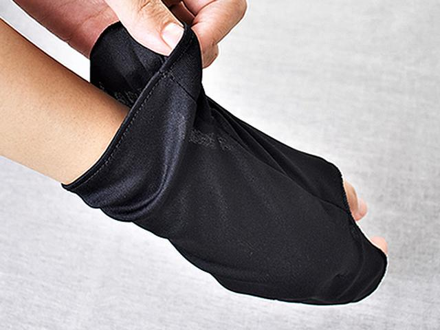 画像: 手の甲をスッポリと覆って紫外線をシャットアウト