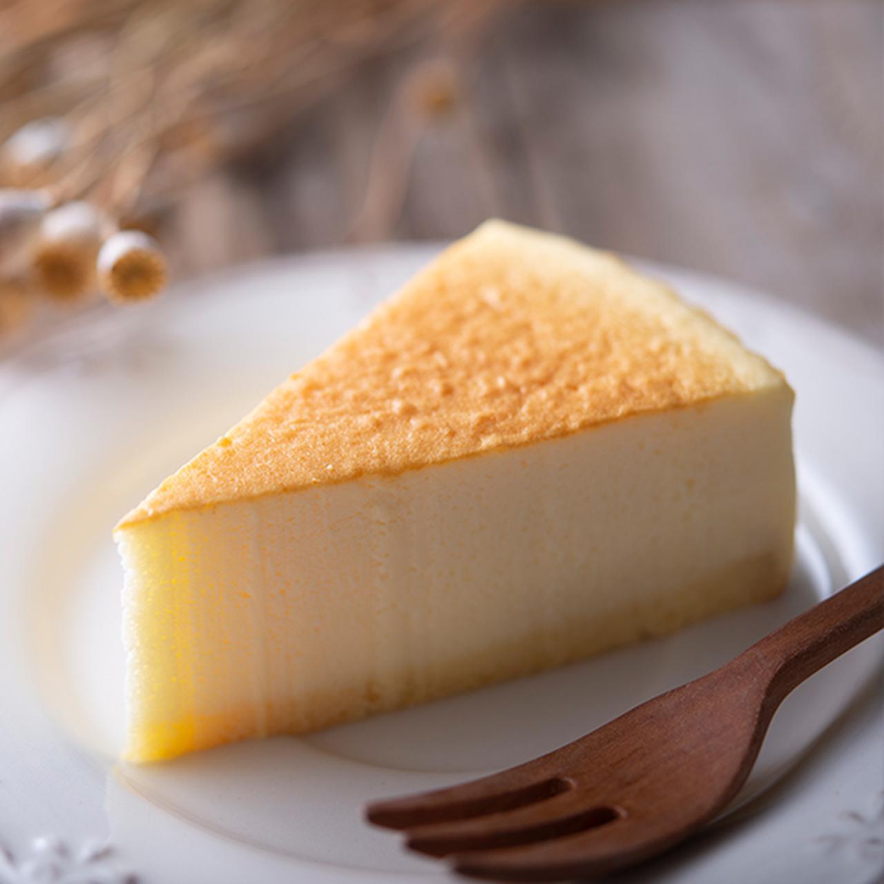画像: 糖質72%カットのスフレチーズケーキ 価格 270円 (税込) 1個当たりのエネルギー162kcal、糖質5.3g(エリスリトール、マルチトールを除く) www.chateraise.co.jp