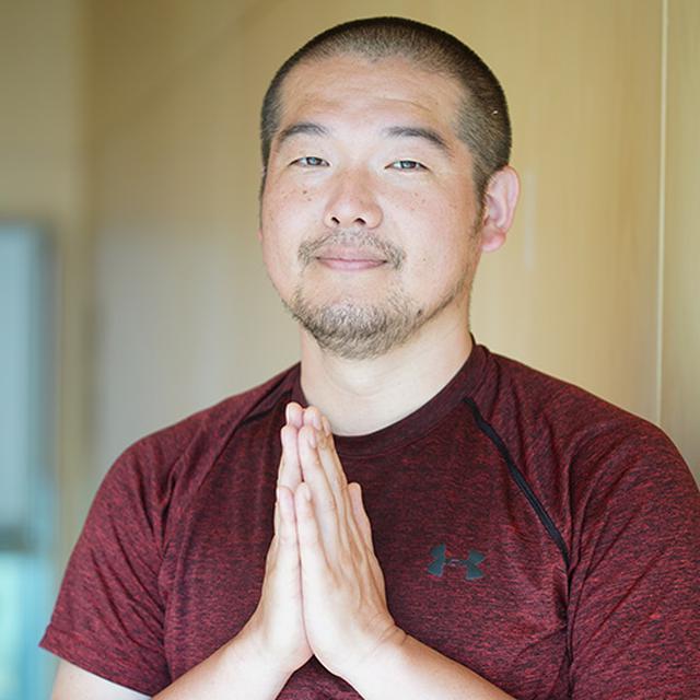 画像: 今回、アシュタンガヨガを指導してもらった斉藤天伸(たかのぶ)先生です。興味のある方は「恵庭ウィークエンドヨガ」もチェックしてください。 tiyatuka.hateblo.jp