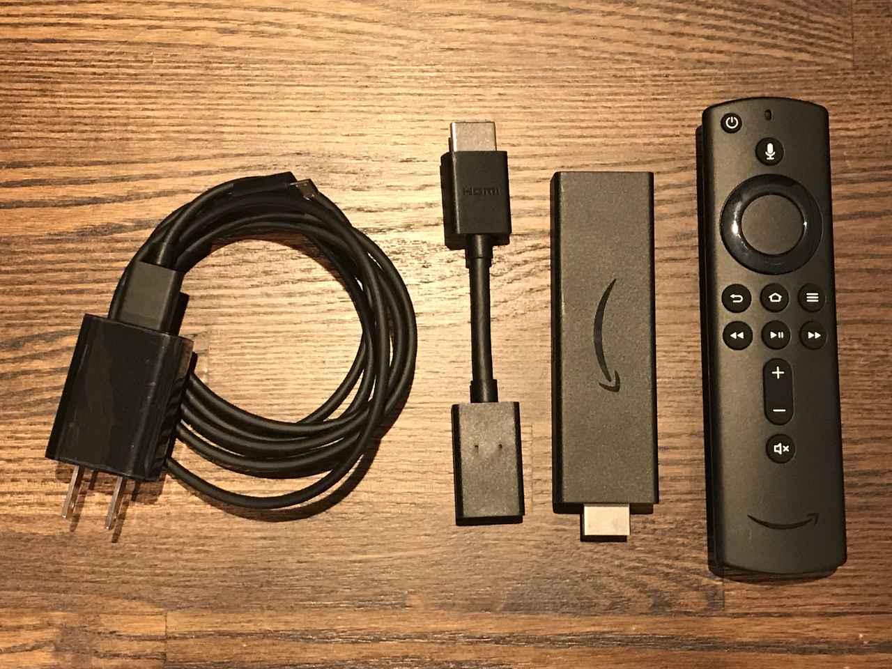画像: Fire TV stick 4Kの内容物。右からリモコン、Fire TV stick 4K本体、HDMI延長ケーブル、ACアダプター。