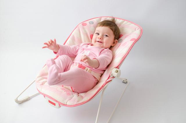 画像: バウンサーはねんね期の赤ちゃんが使うゆりかごの一種(写真はイメージ/Adobe Stock)