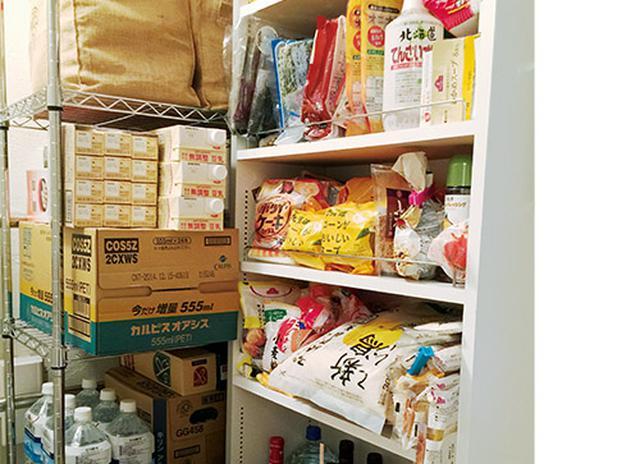 画像: 国崎先生は普段からよく食べるものを1ヵ月分保管