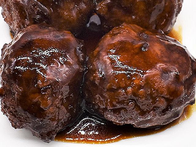 画像2: ボリューミーなお肉と酸っぱすぎない黒酢のたれがベストマッチ
