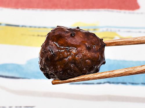 画像3: ボリューミーなお肉と酸っぱすぎない黒酢のたれがベストマッチ