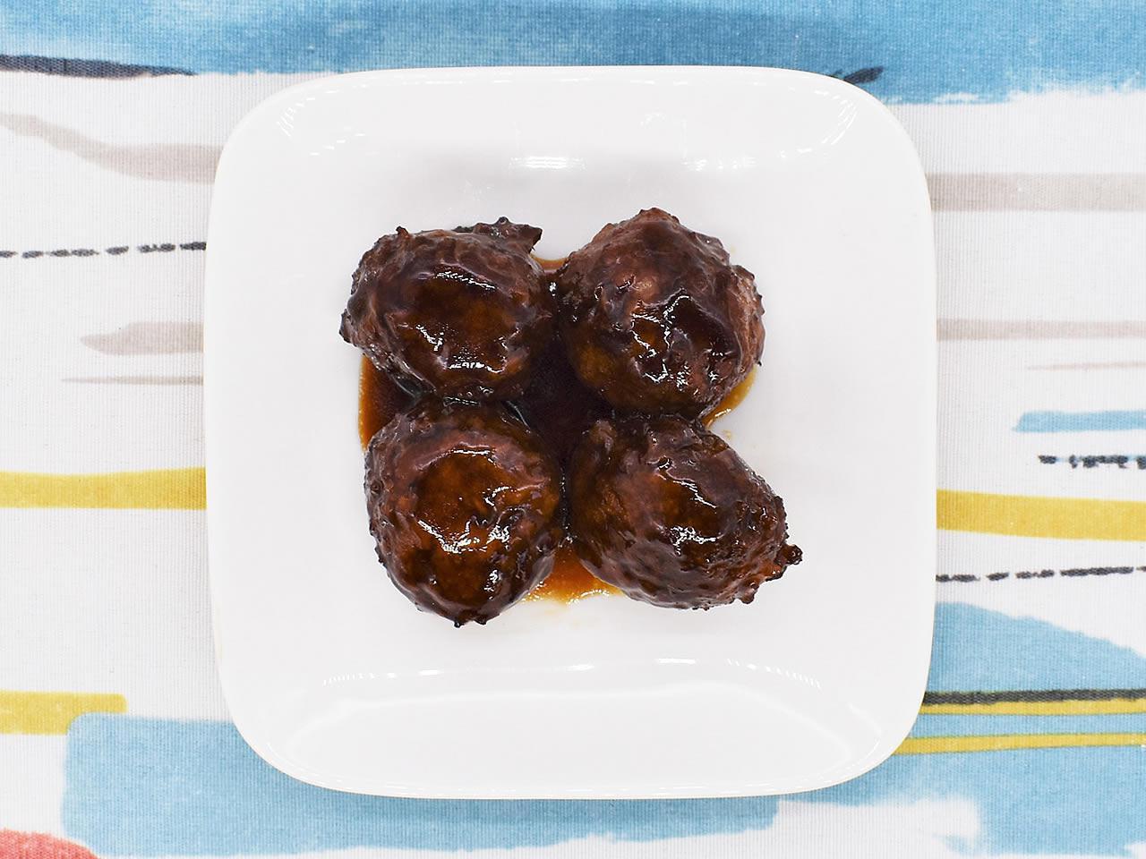 画像: 自分好みの味つけも楽しめる「黒酢たれ肉団子」