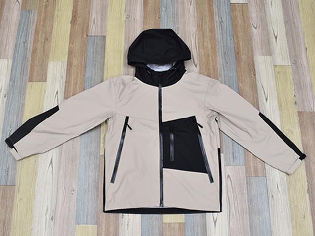 画像: 服の中の空気を入れ替えるベンチレーション