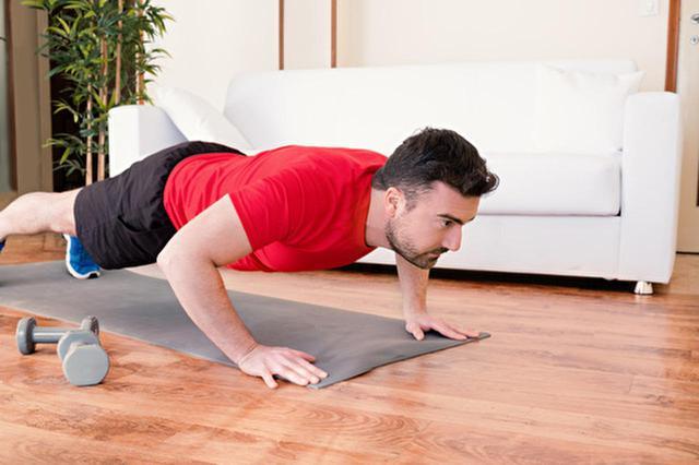 画像: 【胸筋を鍛える】自重トレーニングのやり方!初心者におすすめのメニューを動画付きで紹介 - 特選街web