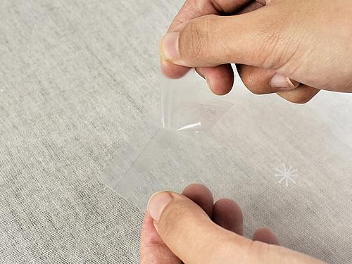 画像: 粘着テープで取りつけが簡単