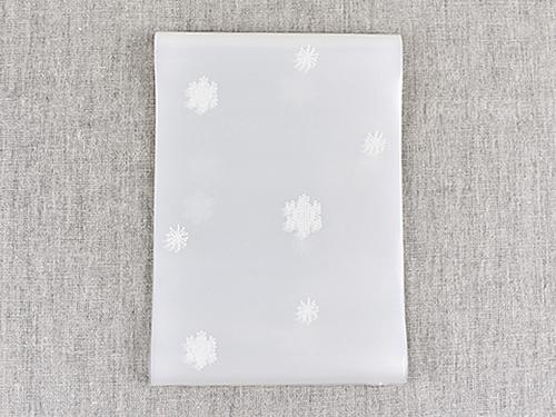 画像: カーテンには雪の結晶のイラストが!
